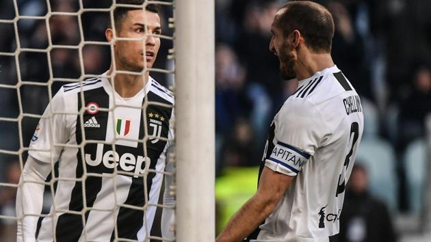 Juventus' Portuguese forward Cristiano Ronaldo (L) celebrates with Juventus' Italian defender Giorgio Chiellini.(AFP)