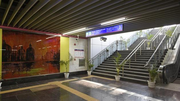 A view of world's smallest station Ashram on the Lajpat Nagar-Mayur Vihar pocket-1-I section of the Pink Line, at Ashram in New Delhi, India, on Friday, December 28, 2018. It is due to be opened on Monday. The station has been designed on a length of 152metres against the world average of 265 metres(Sanchit Khanna/HT PHOTO)