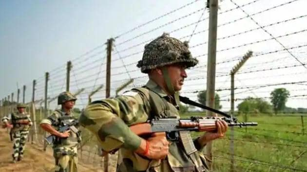 """The Indian Army has claimed to have thwarted a """"treacherous attempt"""" by Pakistan's Border Action Team (BAT) to launch a strike on its post along the Line of Control in Jammu and Kashmir's Naugam sector and killed two intruders in the area.(HT Photo/Reprsentative image)"""