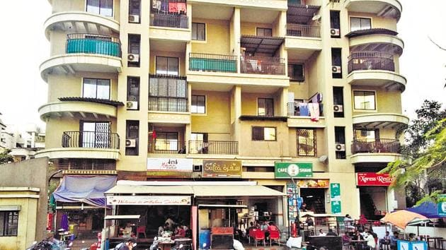 The residents of Isha Loreal Co-operative Housing Society blame the cafes for causing nuisance.(HT Photo)