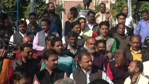 BJP workers hold protest outside the Secretariat against Chief Minister Kamal Nath over Vande Mataram row on January 2.(Twitter/ANI Photo)
