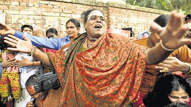 Members and supporters of lesbian, gay, bisexual and transgender (LGBT) community shout slogans during a protest to stop the Transgender Persons (Protection of Rights) Bill, at Jantar Mantar, New Delhi, December 28(Amal KS/HT PHOTO)