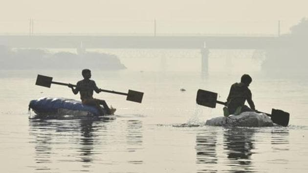 Experts claim that of the over 1,000 water bodies across Delhi, more than half have dried up or have been converted into dumpyards.(Raj K Raj/HT PHOTO)