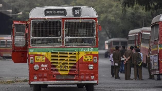 People heading to office were seen queuing up near BEST bus stops after the strike started after midnight on Monday. Authorities allowed private buses to ferry passengers but commuters said they were inadequate.(Kunal Patil/HT File Photo)