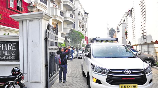 CBI conducted raid at the residence of IAS officer BS Chandrakala in Lucknow in connection with multi-crore illegal mining scam in Lucknow on Saturday.(Deepak Gupta / HT Photo)