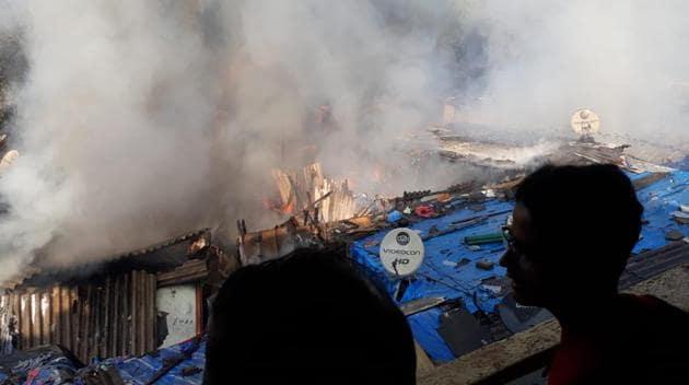 Fire at Kopar Khairane in Navi Mumbai Photo: Bachchan Kumar(HT Photo)