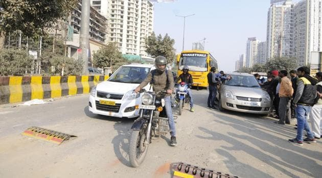 A view of broken tyre killers at the sectors 76/77 intersection, in Noida, on Tuesday, January 8, 2019.(Sunil Ghosh / HT Photo)