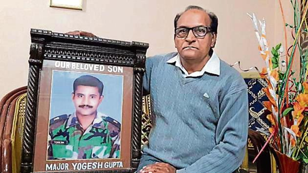Major Yogesh Gupta, of the 25th battalion of the Madras Regiment, lost his life fighting a gun battle with terrorists in Jammu and Kashmir's Surankote, after killing 5 terrorists.(HT PHOTO)