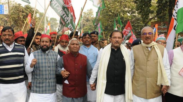 """Grand Alliance leaders and workers taking out a march to Raj Bhawan in protest against Chief Minister Nitish Kumar's alleged """"Sadak Chhap"""" remark against them, in Patna Bihar India on Thursday Jan 10,2019(A P Dube/Hindustan Times)"""