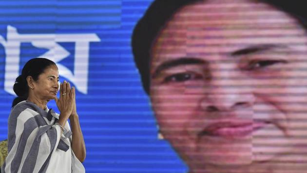 West Bengal chief minister Mamata Banerjee on Thursday mocked Prime Minister Narendra Modi for using a teleprompter for delivering speeches in English.(PTI)