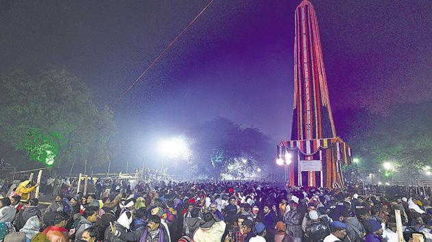 People visit Jay Stambh to pay tribute at Koregaon Bhima on occasion of 201st anniversary of the Koregaon Bhima battle in in Pune(Pratham Gokhale/HT Photo)