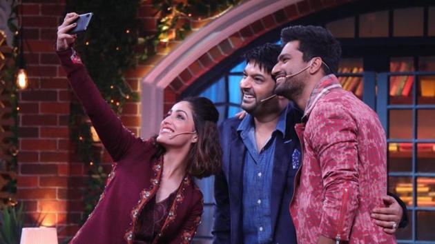 Selfie time on The Kapil Sharma Show featuring Vicky Kaushal and Yami Gautam.