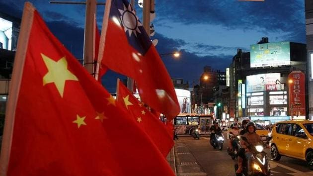 Flags of China and Taiwan flutter next to each other during a rally in Taipei, Taiwan on May 14, 2016.(Reuters)