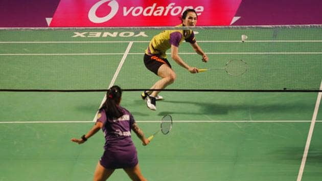 Vietnam's Thi Trang Vu, right, of Bengaluru Raptors plays against India's Shriyanshi Pardeshi of Mumbai Rockets during their singles final of the Premier Badminton League (PBL) in Bangalore on Sunday.(AP)