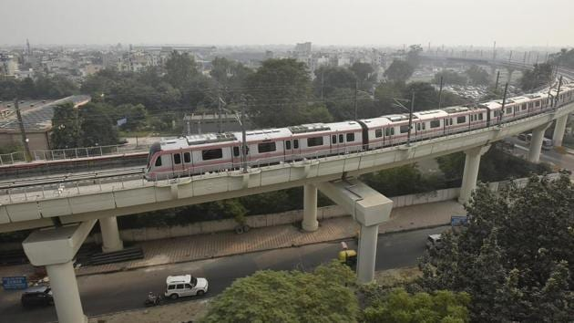A top view of the Pink line of Delh Metro. A 1.3-km link between Mayur Vihar Pocket-I and Trilokpuri on this line is yet to be completed.(Raj K Raj/HT File)