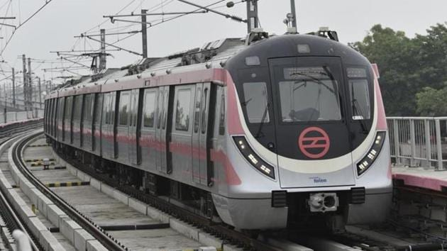 The DMRC has said that it was ready to explore the option of paying compensation to Trilokpuri residents displaced by the construction of the new line.(Sanchit Khanna/HT File)