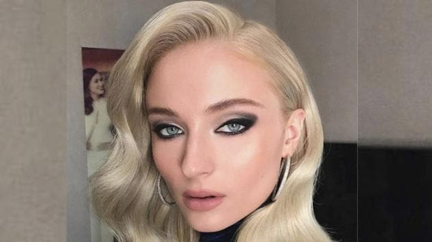 Sophie Turner looks so high-fashion in her latest Instagram photos