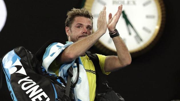 Switzerland's Stan Wawrinka waves as he leaves Rod Laver Arena after his second round loss to Canada's Milos Raonic at the Australian Open tennis championships in Melbourne, Australia, Thursday, Jan. 17, 2019(AP)