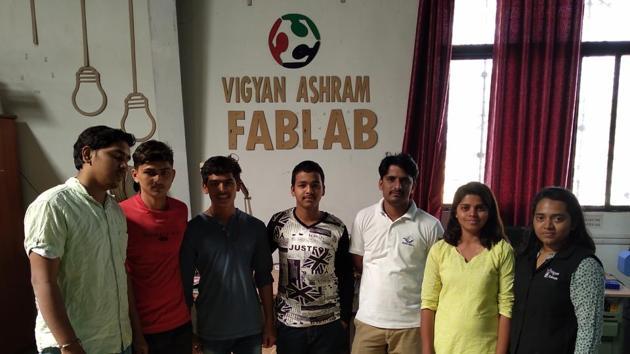(From right) Harshada Raut, Aaditi Kharade and Suhas Labade, the participants of the Maker Mela, along with students of Vigyan Ashram.(HT PHOTO)