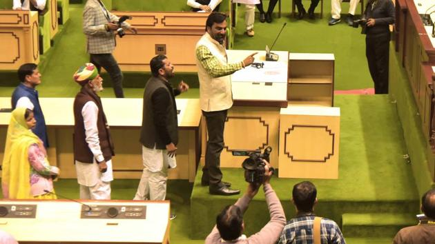RLP MLA Hanuman Beniwal disrupted the proceedings in Rajasthan Assembly when he climbed on a platform during the governor's address on Thursday, January 17, 2019.(HT Photo)