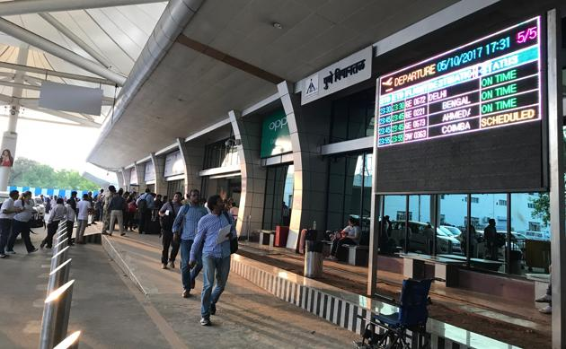 Lohegaon airport runway in Pune was shut down for an hour due to technical glitch.(HT/PHOTO)