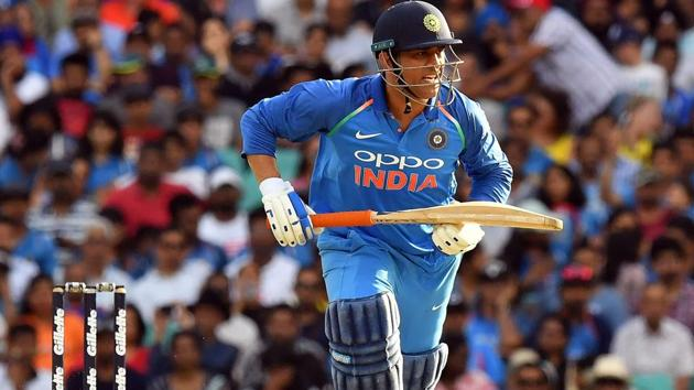 India vs Australia: Dhoni receives rousing reception in 3rd ODIat the iconic MCG...