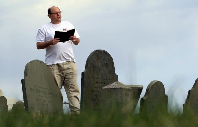 Walter Skold of Freeport, Maine, the late founder of the Dead Poets Society of America, can be inducted to the society of fallen bards now that he's a published poet.(AP File Photo)