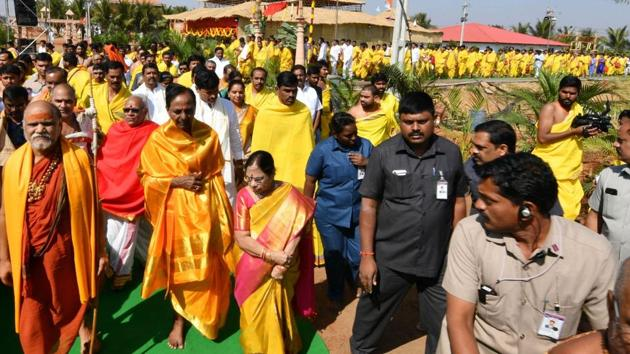 Amid chanting of Vedic hymns by hundreds of pandits, KCR and his wife Shobha began the Maha Rudra Sahita Sahasra Chandi Yagyam by breaking a coconut and pumpkin in front of the massive yagyashala, the place where the ritual is conducted.(HT Photo)