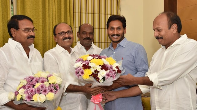 Former TDP MLA from Rajampet, Meda Mallikarjuna Reddy joins Jaganmohan Reddy's YSRCP in Hyderabad on Tuesday.(YSRCP/Twitter)