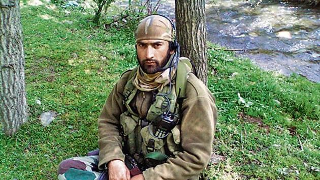 Lance Naik Nazir Ahmad Wani showed courage during a fierce encounter in which six terrorists were killed in Kashmir.(HT File Photo)