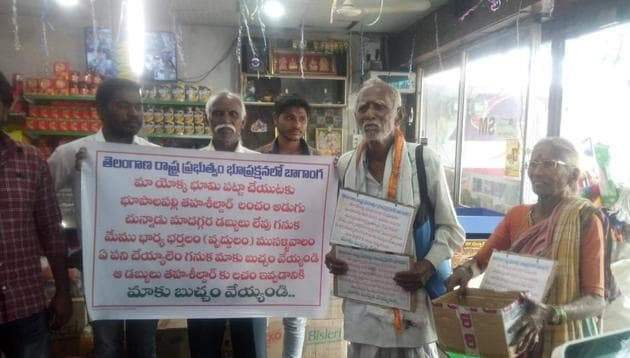 They couple were given their passbook as the revenue department went on an overdrive after their pictures of begging went viral on social media.(HT PHOTO)