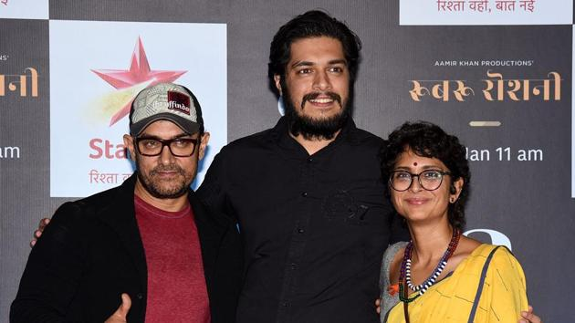 Indian Bollywood actor/producer Aamir Khan (L) with his wife director Kiran Rao (R) and son Junaid Khan (C) attend the screening of upcoming Star Plus television Hindi Show Rubaru Roshni.(AFP)