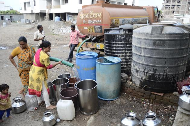 While the civic body has been maintaining that the water cut is strictly to replace the 35-year-old main trunk line, running from Parvati to Bajirao road, with a new pipeline, city activists have questioned PMC's move which comes at a time when the city is facing the threat of water shortage.(HT FILE PHOTO)