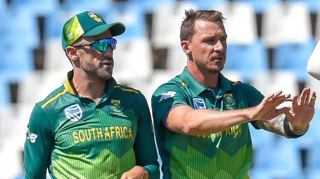South Africa's bowler Dale Steyn celebrates with teammates after getting the wicket of Pakistan's batsman Babar Azam (unseen) during the third ODI match between South Africa and Pakistan at the Supersport Park cricket stadium on January 25, 2019 in Centurion. (Photo by Christiaan Kotze / AFP)(AFP)