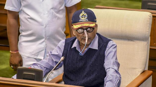 Goa Chief Minister Manohar Parrikar presents the state budget in Goa Legislative Assembly, in Panaji.(PTI)