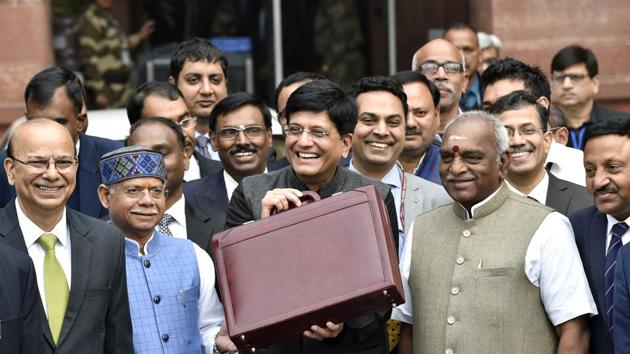 Finance minister Piyush Goyal (centre) along with his full Budget team leaves for Rashtrapati Bhawan, New Delhi, February 1, 2019.(Ajay Aggarwal/HT PHOTO)
