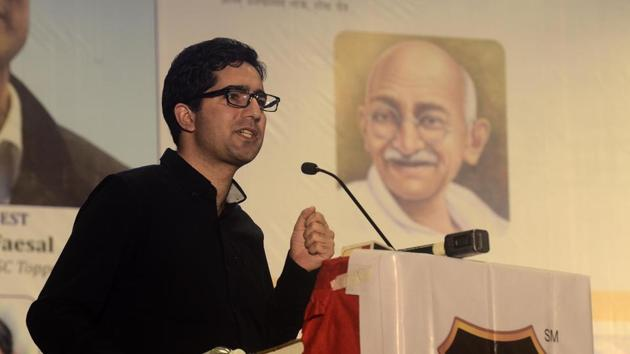 Shah Faesal shared his thought about situation in Jammu and Kashmir at a press conference in the city on Thursday.(Ravindra Joshi/HT PHOTO)