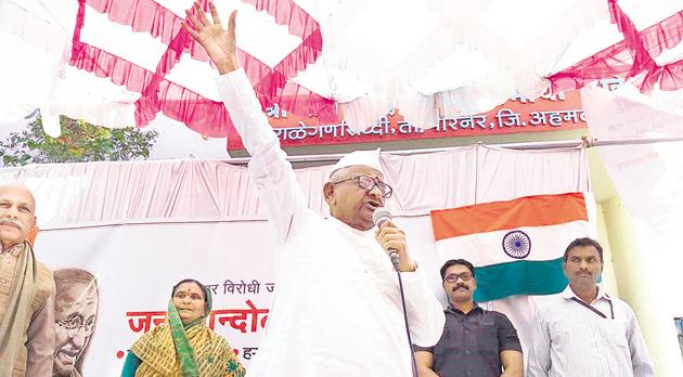 Social activist Anna Hazare's health began to deteriorate on the fifth day of the indefinite test at Ralegan Siddhi, Parner Taluka of Ahmednagar district on Sunday,(HT Photo)