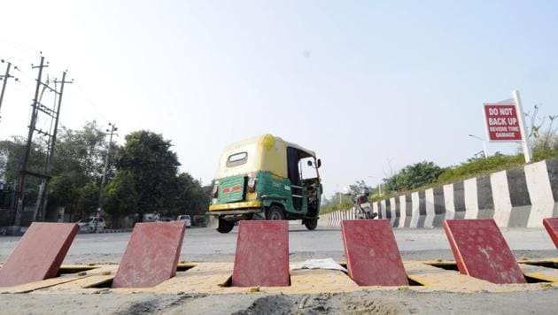The new strip of tyre killers in Noida has a different design from the previous one that was criticised by some groups as being unsafe.(Sunil Ghosh / HT Photo)