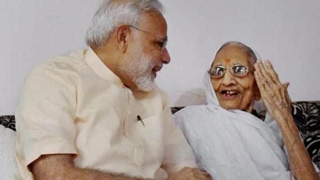 File photo of Prime Minister Narendra Modi interacts with his mother Heeraben Modi in Gandhinagar.(PTI Photo)