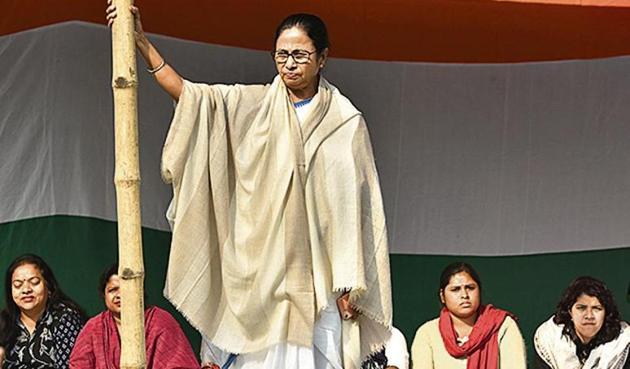 Mamata Banerjee has been holding a protest at Esplanade in Kolkata against the CBI for the last three days.(Arijit Sen/Hindustan Times)
