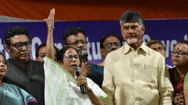 West Bengal chief minister Mamata Banerjee shouts slogan after announcing the end of dharna and Andhra Pradesh chief minister Chandrababu Naidu looks on at Esplanade in Kolkata on February 5.(HT Photo/Arijit Sen)