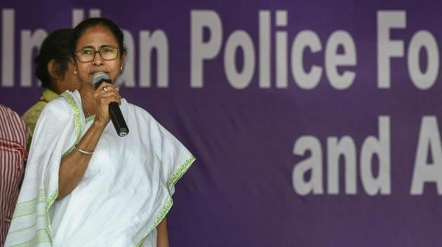 West Bengal Chief Minister Mamata Banerjee announces end of her stir against the Centre in Kolkata on Tuesday.(AP)