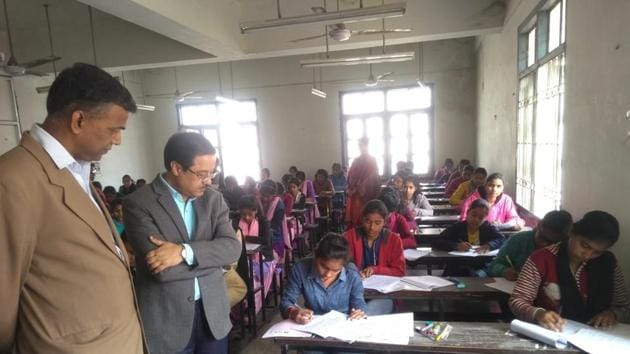 Bihar board inter exam 2019 : The intermediate examination of Bihar School Examination Board (BSEB) began on Wednesday at 1339 centres in 38 districts across the state.(Handout image)