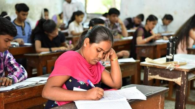 Maharashtra Board exams 2019 : The board has instructed officials from the education department to visit some of the centres where incidents of cheating were reported in the last two years to ensure that they have taken adequate measures to avoid them this year.(HT file)