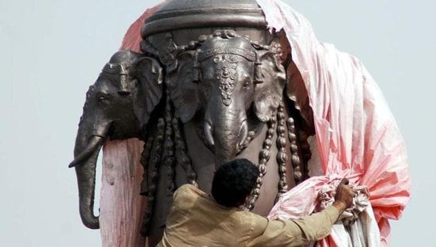 Statues of chief minister Mayawati and Bahujan Samaj Party's election symbol, elephant. HT Photo by Sunil Ghosh(HT Photo)