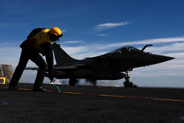 """A French Rafale fighter jet takes off from the """"Charles de Gaulle"""" aircraft carrier in the Mediterranean sea on February 7.(AFP Photo)"""