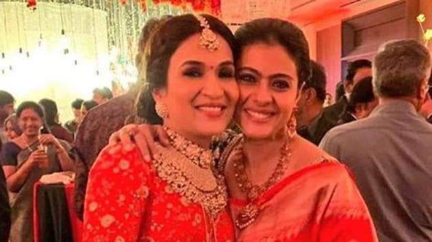 Kajol poses with the new bride, Soundarya Rajinikanth at the latter's Chennai reception.(Instagram)