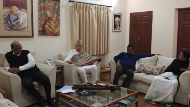 Top leaders of major opposition parties got together at Nationalist Congress Party chief Sharad Pawar's home in New Delhi late on Wednesday evening.(HT Photo)