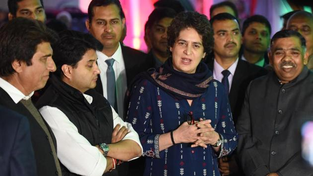 Congress general secretary in-charge of east UP Priyanka Gandhi Vadra, general secretary in-charge of west UP Jyotiraditya Scindia and Mahan Dal leader Keshav Dev Maurya during a press conference, at Uttar Pradesh Congress Committee (UPCC) office, in Lucknow on Wednesday.(Subhankar Chakraborty/HT PHOTO)